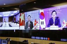 越南国会主席王廷惠与韩国议会议长举行线上会谈