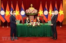 VinFast 与Phongsubthavy 集团签署在老挝销售汽车的合作协议