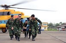 外交部副部长邓黄江率团来到越南维和局调研