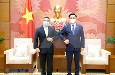 越南国会主席王廷惠会见菲律宾驻越大使梅纳多