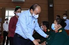 国家主席阮春福走访慰问河南省伤残军人和烈士家庭并送上慰问品