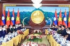 越南国家主席阮春福与老挝党中央总书记、国家主席通伦进行会谈