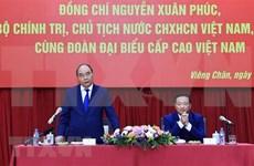 越南国家主席阮春福会见旅老越南人社群和在老越南企业代表