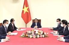 越南政府总理范明政与比利时总理德克鲁举行电话会谈