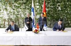 越南与芬兰国会主席见证VNPT与NOKIA合作协议的签字仪式