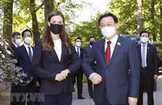 越南国会主席王廷惠会见芬兰总理桑娜·马琳