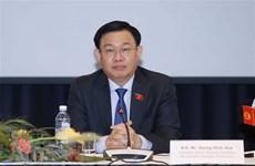 越南国会主席王廷惠出席越南与芬兰企业座谈会