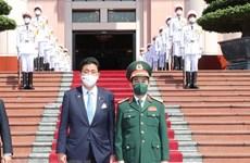 日本防卫大臣岸信夫对越南进行正式访问
