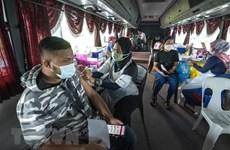 """马来西亚将启动接种第三剂新冠疫苗""""加强针""""  老挝万象加强防疫措施"""