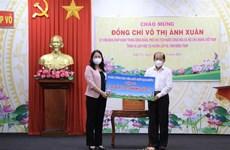 越南国家副主席武氏映春在同塔省开展新冠肺炎疫情防控慰问工作