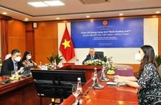 为企业更好地开发中国香港市场创造条件