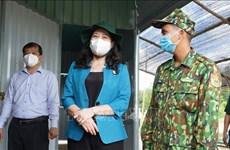 越南国家副主席阮氏映春看望慰问西宁省新冠疫情防控一线工作人员
