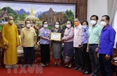 旅老越南僧尼、佛教徒携手帮助当地人民抗击疫情