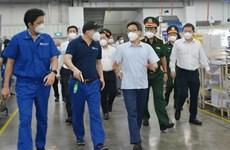 政府副总理武德儋亲自对胡志明市守德市生产经营活动进行实地检查