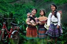 打造女童身处其中的未来画面:传播鼓励少数民族女孩学习的50个励志故事