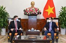 越南外交部部长裴青山感谢波兰政府和人民已向越南援助新冠疫苗