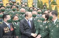 越南国家主席阮春福会见越南老兵商会优秀代表