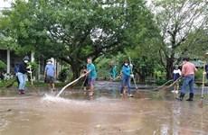 越南红十字会向广平省受灾民众提供紧急援助
