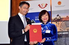 德国前副总理菲利普•勒斯勒尔被任命为首位越南驻瑞士名誉领事