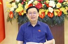 国会主席王廷惠: 胡志明市经济大学需继续率先实施培训和科研创新
