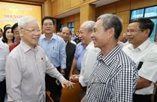 越共中央总书记、国家主席阮富仲在河内开展选民接待活动 (组图)