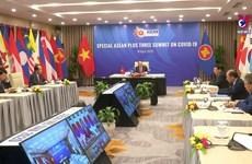 中日韩三国驻东盟使团团长接受越通社记者采访