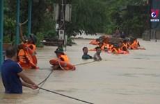 越南中部遭遇严重暴雨洪涝灾害 多地淹没在洪水之中