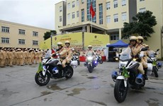 组图:交通警察力量尽最大努力确保国家各重大事件顺利进行