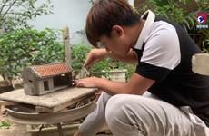 河内90后青年通过古建筑微缩模型保护传统价值
