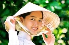 越南留学生向美国人民介绍越南多样化文化