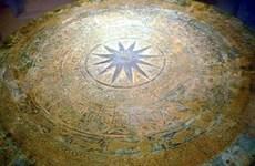 出土公元前2500年古代铜鼓转交得乐博物馆