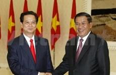 阮晋勇总理与洪森首相进行会谈