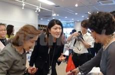 越南参加在日本为地震受难者捐款的慈善博览会