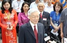 越南党、国家领导人行使公民义务