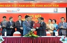 阮生雄副总理会见老挝中央银行行长