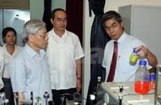 越共中央总书记阮富仲与越南科技联合会举行工作会议