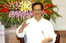 阮晋勇总理与经济专家举行工作会议