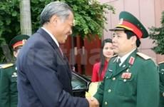 新加坡国防部长访问越南