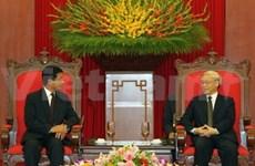 阮富仲总书记会见老挝和古巴客人