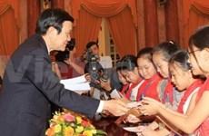 中秋节:国家主席会见长沙岛县儿童代表团