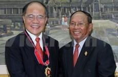 国会主席阮生雄与柬埔寨王国国会主席韩桑林举行会谈
