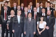 政府副总理黄忠海会见芬兰南部奥斯托波斯尼亚代表团