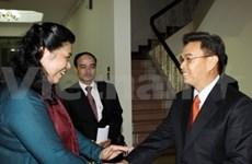 国会副主席丛氏放与老挝国会副主席副主席举行会谈