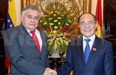 国会主席阮生雄会见委内瑞拉国会主席