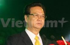 政府总理阮晋勇离开河内赴印尼出席第19届东盟峰会