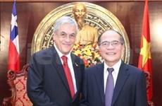 越南国会主席阮生雄会见智利总统皮涅拉