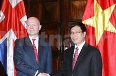 越南和英国承诺加强两国经贸投资合作关系