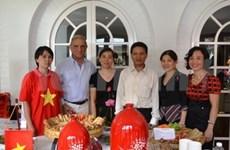 越南参加在马来西亚举行的2012年国际爱心义卖博览会
