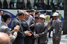 越南橙毒剂受害者代表团访问韩国