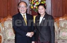 越南国会主席阮生雄与老挝国会主席举行会谈